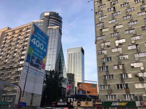 ワルシャワの街並みと社会主義感